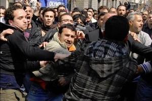 Μπαλάκι οι ευθύνες για τις δολοφονίες στη Συρία